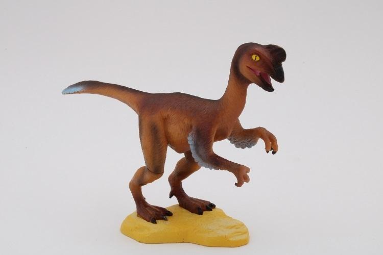 Cl796k Oviraptor Axse El Mundo De Figuras De Comic En 1.923 se encontró el esqueleto fosilizado de este animal con el cráneo destrozado junto a un nido lleno de huevos de protoceratops. cl796k oviraptor